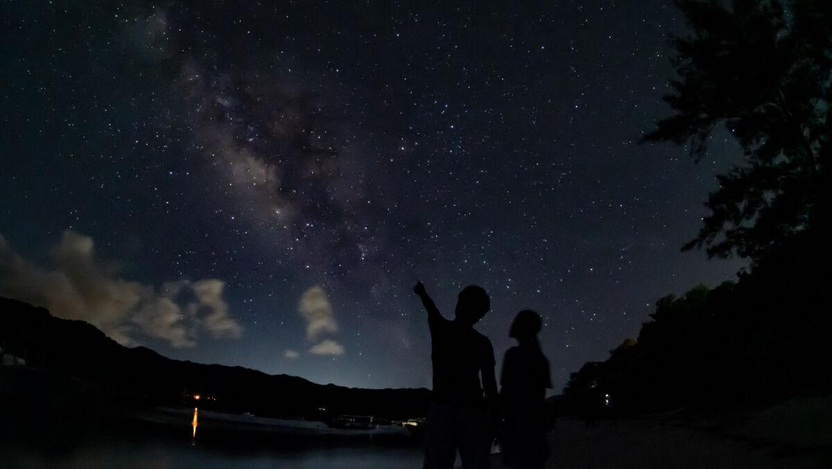 川平湾で天の川と撮影