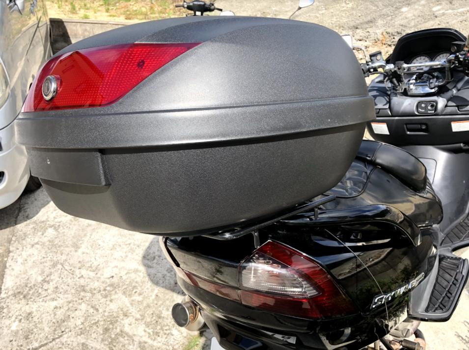 バイクにリアボックス設置